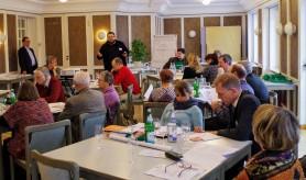 Daniel Heinze informiert über die Arbeit des neuen Vereins engangiert-katholisch.de - Herbstvollversammlung des Katholikenrates Dresden-Meißen, Schmochtitz. 2017.